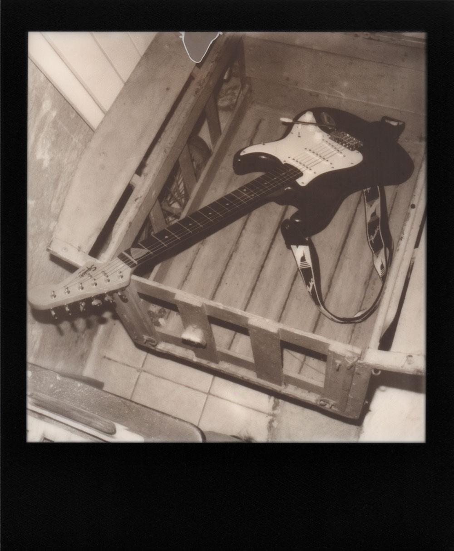 011.-Il-ne-faut-pas-mettre-la-Strat-dans-la-charrue---Polaroid-SLR680